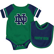 Colosseum Athletics Infant Notre Dame Fighting Irish Navy Roll-Out Onsie And Bib Set